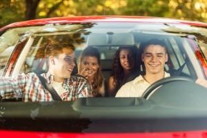 In Deutschland besteht die Anschnallpflicht. Diese gilt für alle Personen, unabhängig davon, wo sie im Auto sitzen.