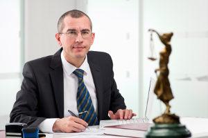 Ein Anwalt kann prüfen, ob der Bußgeldkatalog korrekt angewendet wurde.