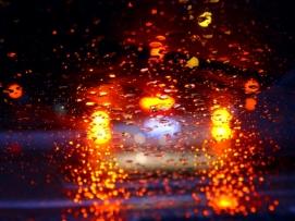Das Bremslicht zeigt an, dass ein Fahrzeug bremst.