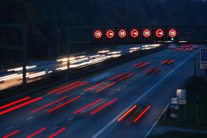 Die Bus-Geschwindigkeit auf der Autobahn darf maximal 100 km/h betragen.