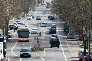 Die Bus-Geschwindigkeit innerorts ist auf 50 km/h begrenzt.