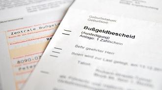Bevor Sie einen Bußgeldbescheid erhalten, bekommen Sie ggf. einen Anhörungsbogen oder einen Zeugenfragebogen.