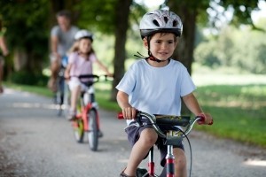 Für Kinder gelten besondere Fahrrad-Vorschriften.Sie dürfen zum Beispiel bis zum 12. Lebensjahr den Gehweg befahren.