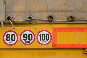 Eine Geschwindigkeitsüberschreitung mit einem LKW zieht ein hohes Bußgeld nach sich