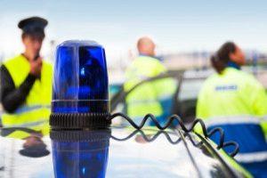 Eine Geschwindigkeitsüberschreitung wird unter anderem durch eine Verkehrskontrolle festgestellt.