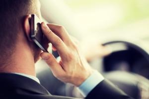 Welche Sanktionen drohen für die Nutzung vom Handy am Steuer?