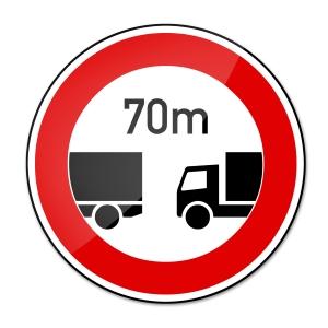 Der vorgegebene Lkw-Abstand kann auch durch ein Verkehrsschild definiert werden.