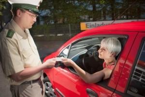 Bei der Polizeikontrolle ist die Führerscheinkontrolle Standard und obligatorisch.