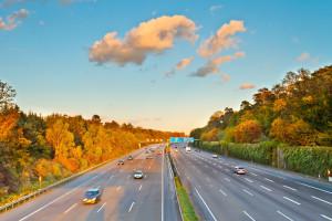 Auf deutschen Autobahnen gilt das Rechtsfahrgebot. Die linke Spur ist ausschließlich zum Überholen da.