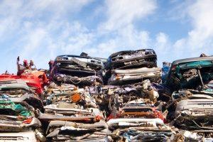 Der Restwert ist der Betrag, den Sie für Ihren Unfallwagen beim Schrotthändler bekommen können.