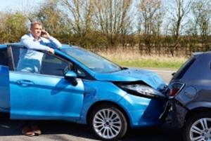 Nach einem Unfall können Sie Schadensersatz von Ihrem Unfallgegner einfordern.