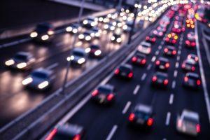 Die StVO regelt das korrekte Verhalten von Fahrzeugführern, Radfahrern und Fußgängern im Straßenverkehr.