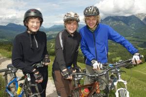 Die StVO für das Fahrrad regelt unter anderem die korrekte Beleuchtung oder den korrekten Transport von Kindern.