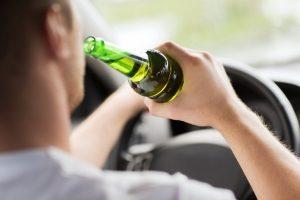 Die StVO definiert eine Promillegrenze für Fahrer von Kraftfahrzeugen.