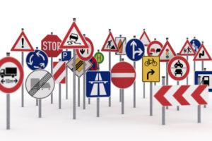 In der StVO werden Verkehrszeichen und deren Bedeutung definiert.