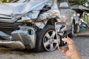 Ein Unfalldatenspeicher hilft bei der Rekonstruktion eines Unfallhergangs. Fotos dokumentieren nur einen Schaden.