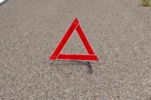 Nach einem Verkehrsunfall sollten Sie die Unfallstelle absichern. Die Feuerwehr und Polizei räumt den Unfallort nach der Aufnahme.