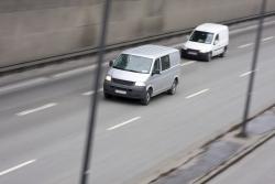 Die Verhaltensregeln auf der Autobahn sind durch die StVO geregelt. Es dürfen nur Fahrzeuge mit einer Höchstgeschwindigkeit von mindestens 60 km/h die Autobahn nutzen.